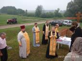 Пам'ятна подія у Мирославці: на в'їзді в село встановлено й освячено Поклінний Хрест
