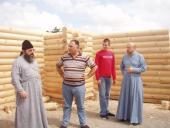 У селі Райках поставили дерев'яний зруб майбутньої Свято-Троїцької церкви