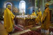 У день пам'яті трьох великих святителів митрополит Никодим звершив Божественну літургію у Свято-Успенському архієрейському соборі міста Житомира.