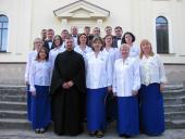 В Свято-Николаевском соборе поёт знаменитый хор.
