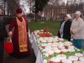 Освячення пасхальних приношень у мікрорайоні Червона Гора Бердичева.