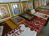 Благочинний Попільнянського округу благословив виставку вишиваних ікон.