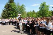 Благочинний округу привітав випускників гімназії.